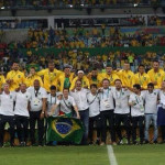 Comissão técnica e jogadores no Maracanã