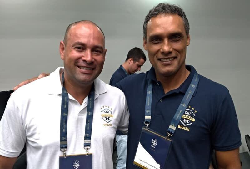 No Curso da CBF Academy com o amigo Donizetti Souza atualmente treinador de goleiros, estamos na equipe do Taquariense da cidade de Taquari em 1993.
