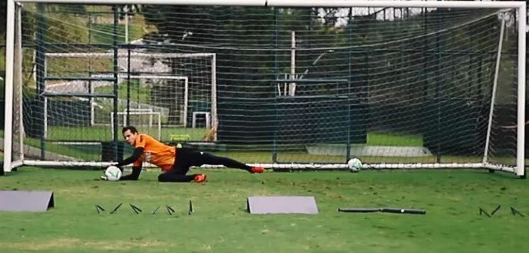 Obstáculos e jogo com o pé: vídeo mostra treino do novo preparador de goleiros do Atlético-MG; veja!