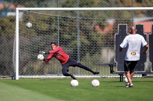 Treino Atlético-MG com o goleiro Matheus Mendes.