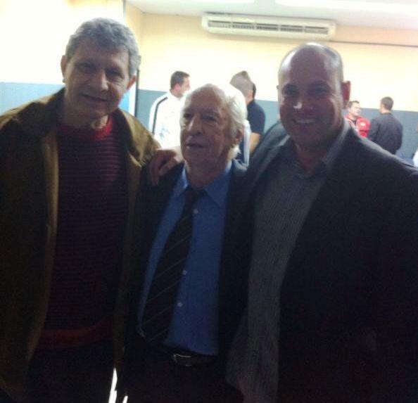 Foto com o primeiro Treinador de goleiros Do Brasil Sr. Valdir de Moraes e Benitez ex goleiro da Seleção Paraguaia é SC. Internacional.